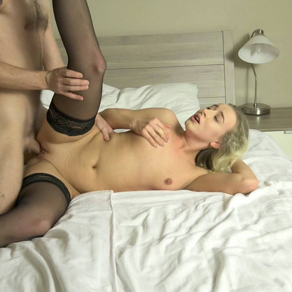 Hot blonde girl gets called for cock - Photo 4 / 16