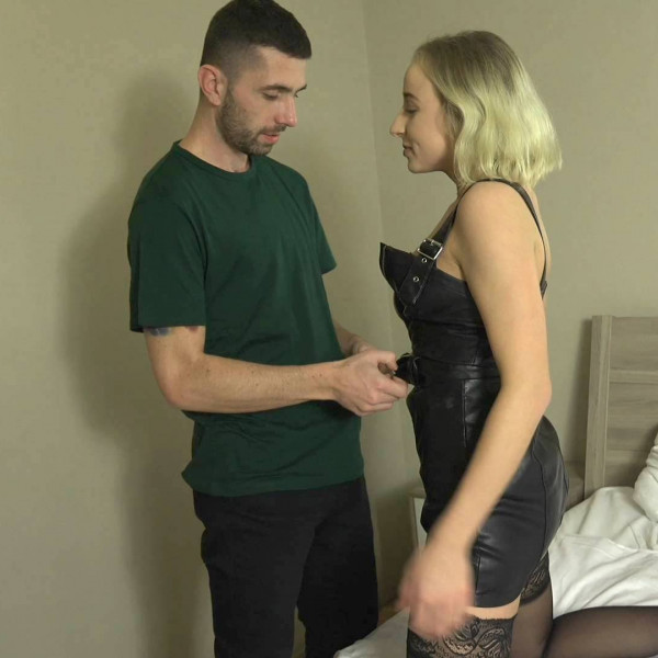 Hot blonde girl gets called for cock - Photo 2 / 16
