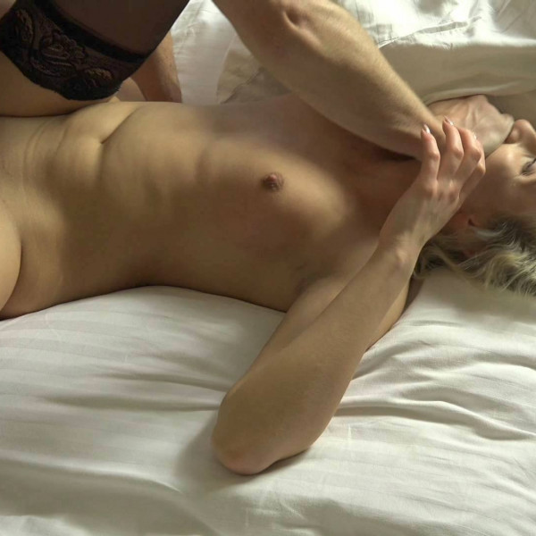Hot blonde girl gets called for cock - Photo 13 / 16